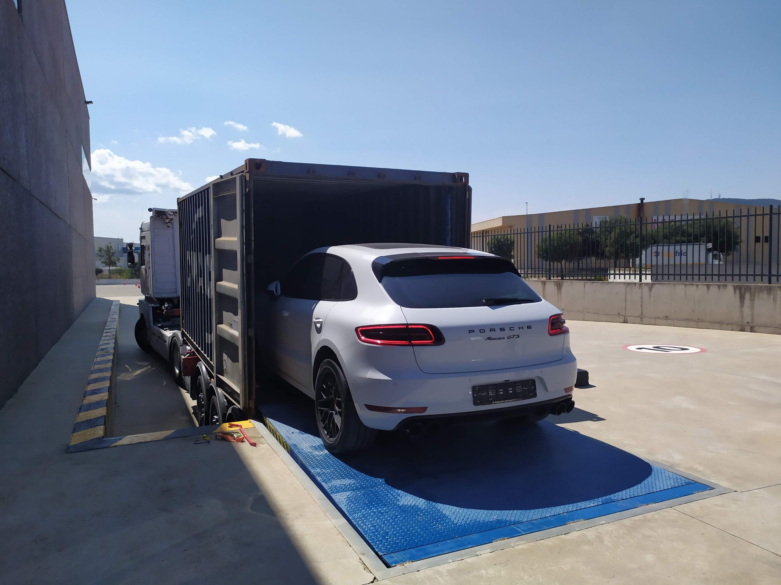 How much does it cost to ship a car from Dubai to the UK?